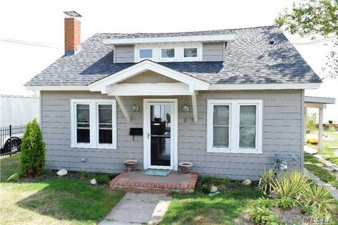 8 Grandview Dr, Blue Point, NY 11715