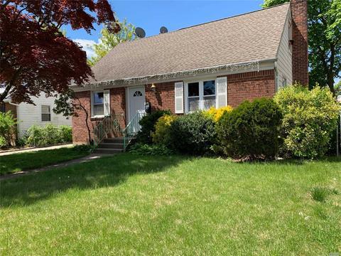572 Clark Pl, Uniondale, NY 11553