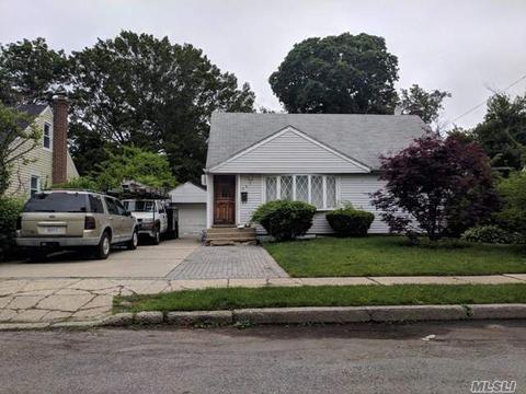 581 Mitchell St, Uniondale, NY 11553