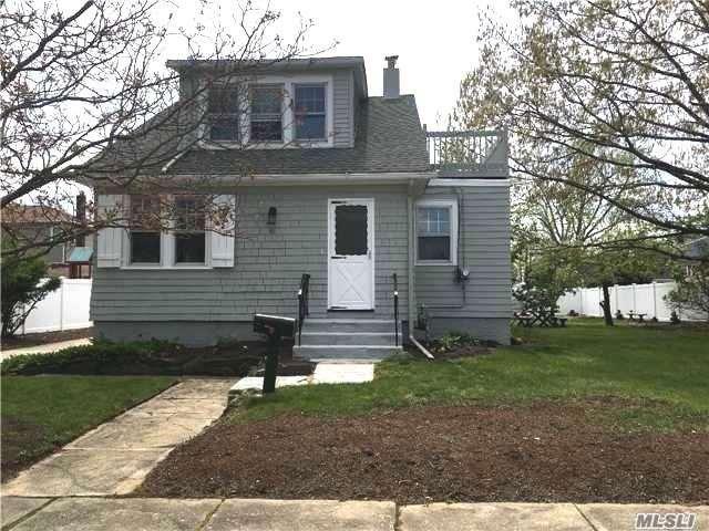 61 Franklin St, East Rockaway, NY 11518