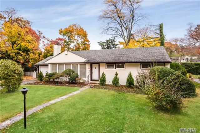 2 Crescent Ln, Roslyn Heights NY 11577