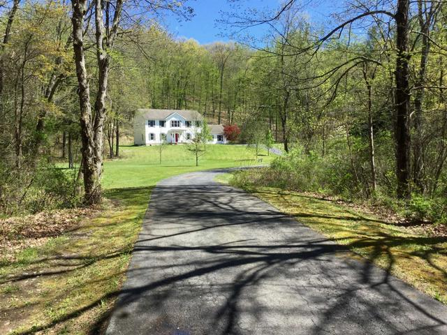 55 Connelly Dr, Staatsburg, NY 12580