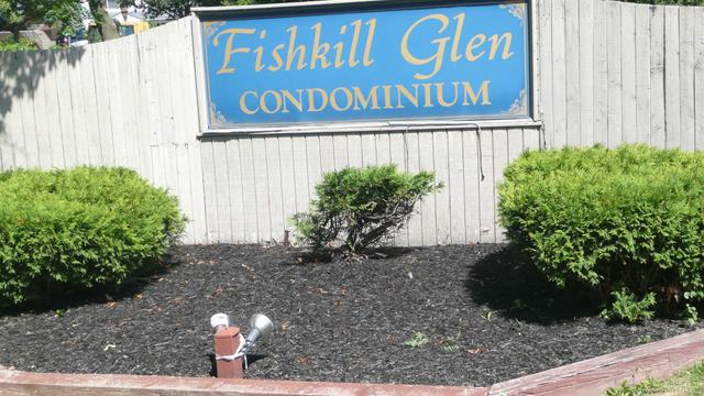6 Fishkill Glen Dr, Fishkill, NY 12524