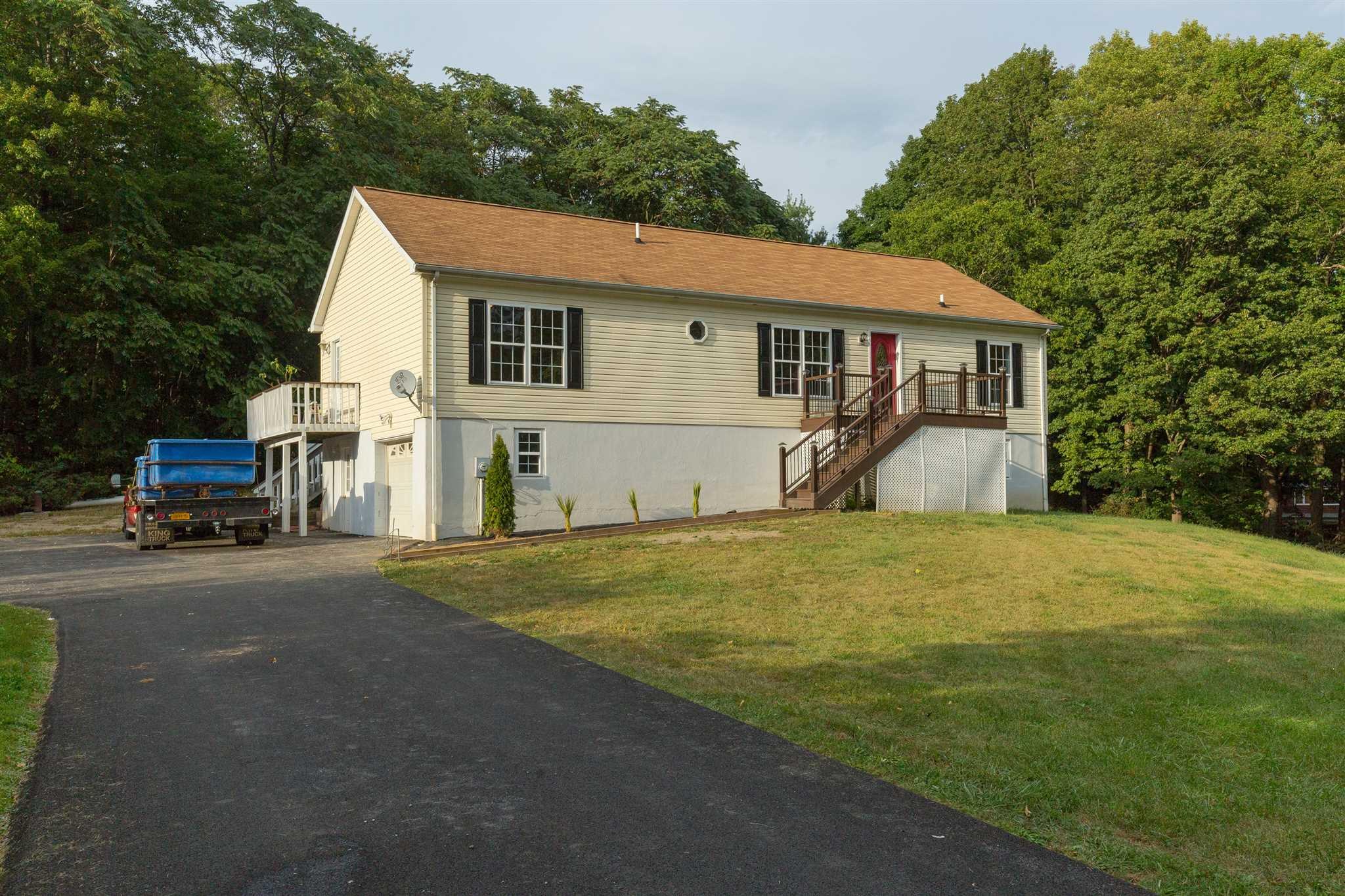 75 Mountainview Rd, Fishkill, NY 12524
