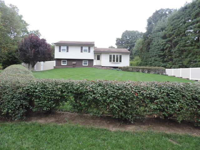8 Steinhaus Ln, Wappingers Falls, NY 12590