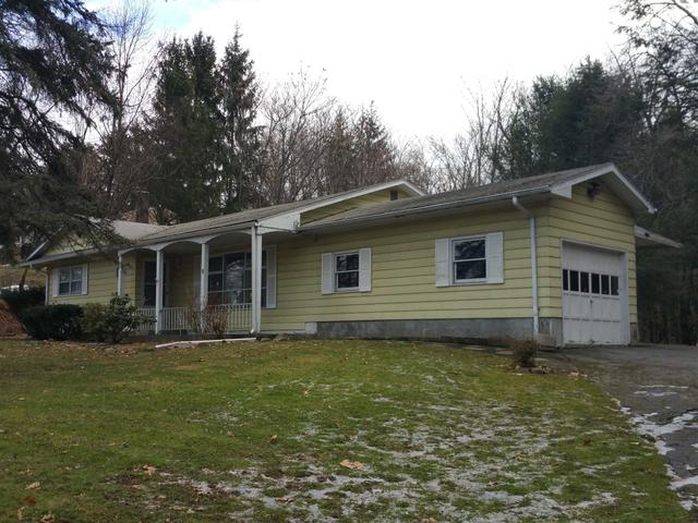 9 Red Oaks Mill Rd, Poughkeepsie, NY 12603