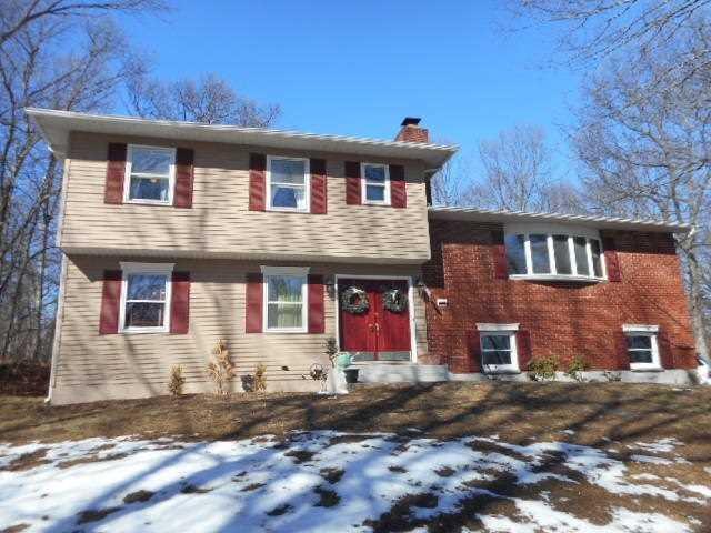 17 Peel Ln, Wappingers Falls, NY 12590