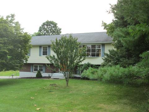 36 Brooklands Farm Rd, Poughkeepsie, NY 12601