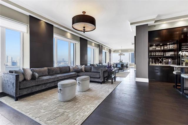 220 Riverside Blvd #20-N, New York, NY 10069