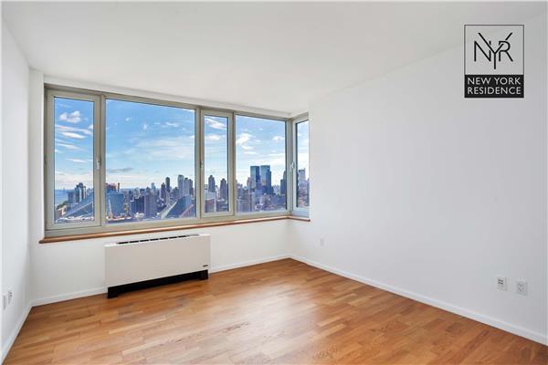 635 W 42nd St #44-D, New York, NY 10036