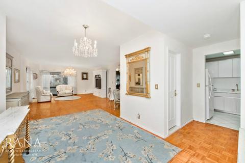 721 Fifth Ave #31-C, New York, NY 10022