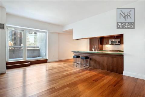 33 W 56th St #PH-D, New York, NY 10019
