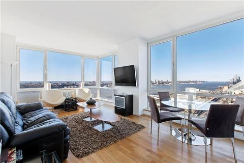 635 W 42nd St #25D, New York City, NY 10036