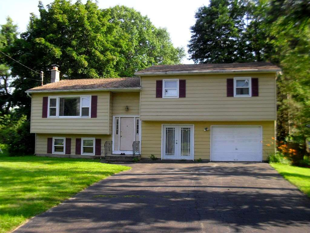 24 Allen Cir, Kinderhook, NY