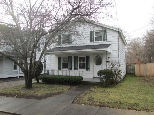 33 Maple Ave, Gloversville NY 12078