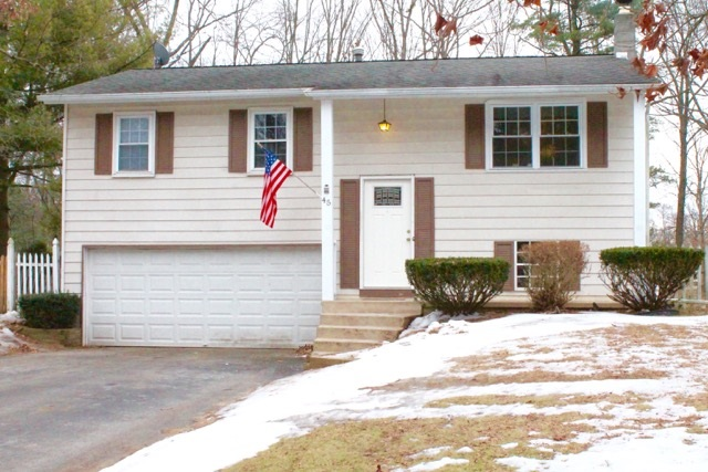 45 Quevic Dr, Saratoga Springs, NY