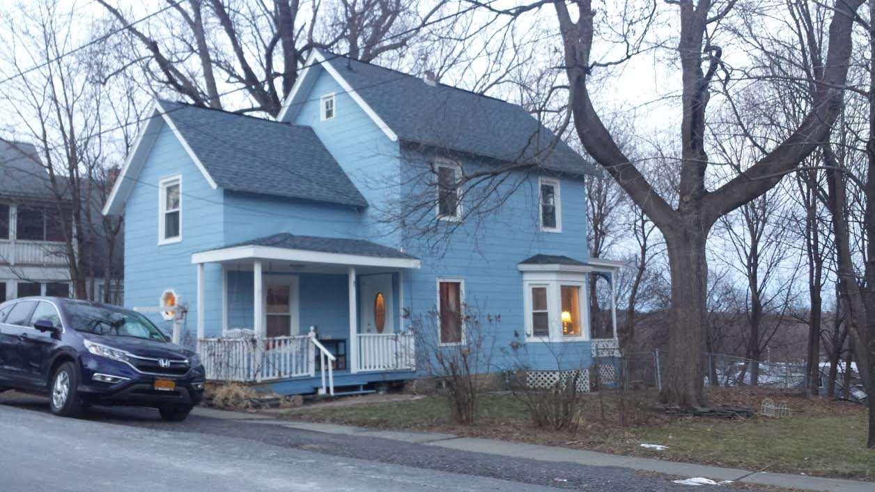 17 Pleasant St, Voorheesville, NY