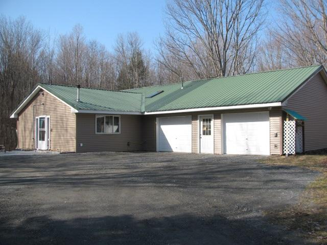 317 Lakeview Rd, Mayfield, NY