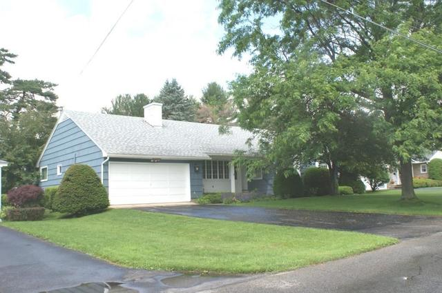 17 Country Club Dr, Gloversville NY 12078