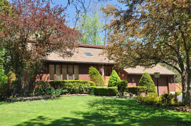 5 Kingswood Dr, Clifton Park, NY