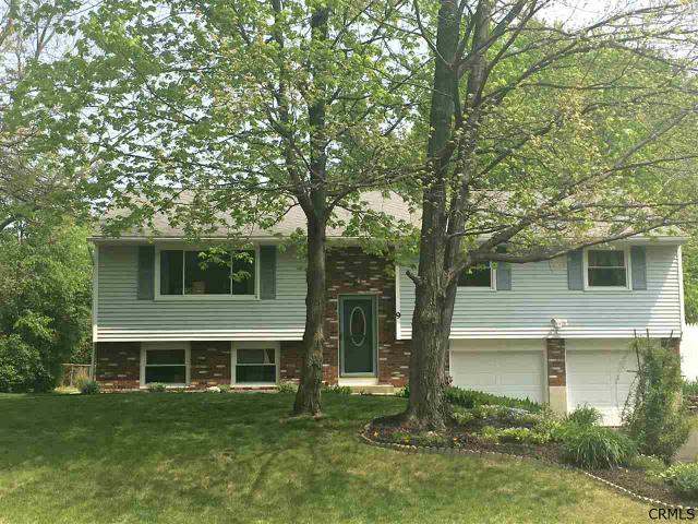 9 Cambridge Dr, Clifton Park, NY