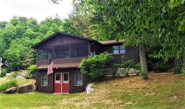 27 Chippewa Cir, Brant Lake, NY 12815