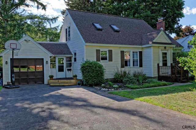 51 Swaggertown Rd Schenectady, NY 12302