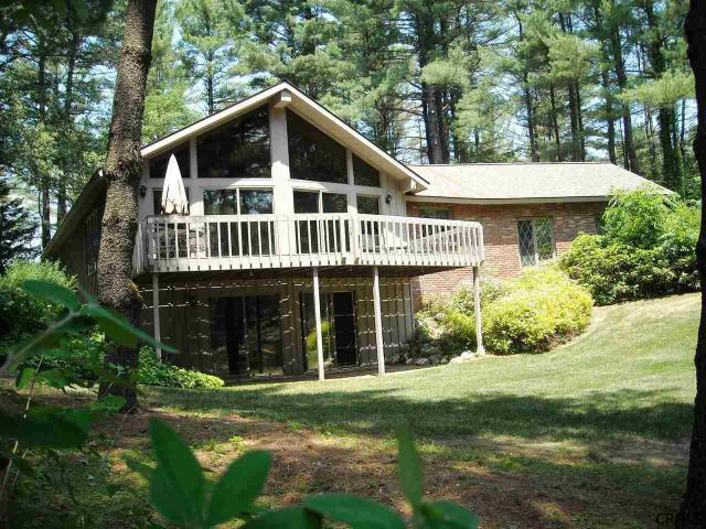 27 Yorkshire Dr, Queensbury, NY 12804