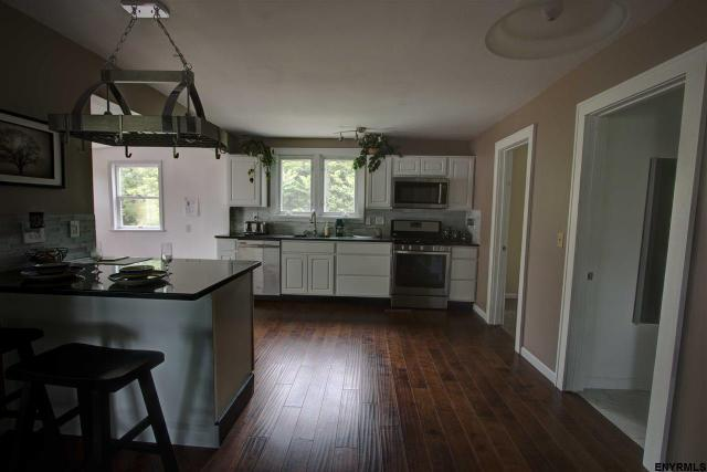 30 Guideboard Rd, Waterford, NY 12188