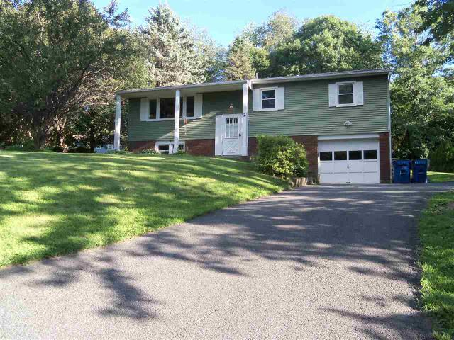 2 Mulberry Dr, East Greenbush, NY 12061