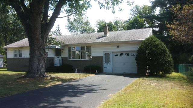 9 Fairlawn Dr, Castleton On Hudson, NY 12033