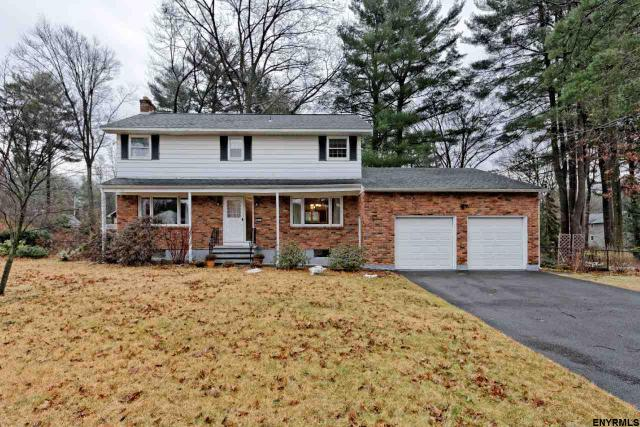 957 W Pine Hill Dr, Schenectady, NY 12303