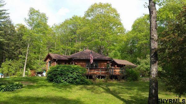 140 Glasshouse Creek Rd, Hadley, NY 12835