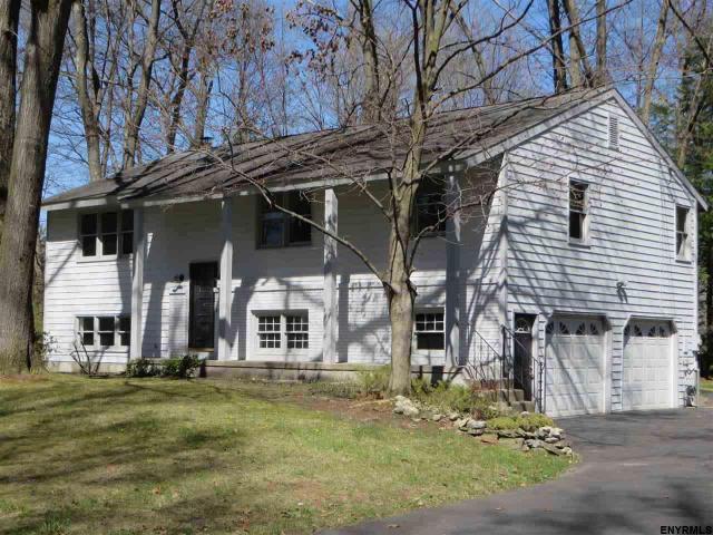 28 Lakewood Dr, Saratoga Springs, NY 12866