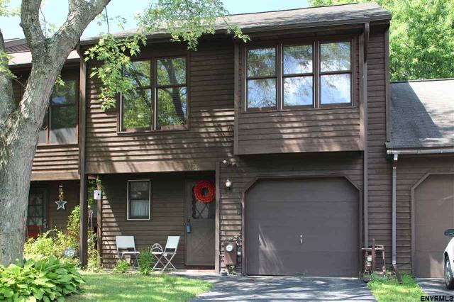 234 Woodscape Dr, Albany, NY 12203