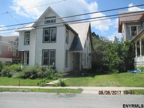 28 Abbott St, Hoosick Falls, NY 12090