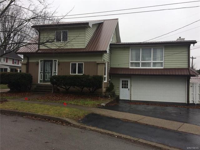 16 Churchill St, Akron, NY 14001