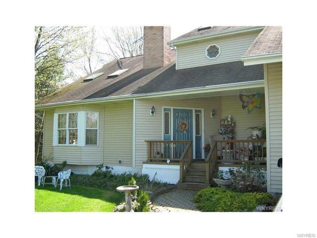 5750 Stone Rd, Lockport, NY 14094