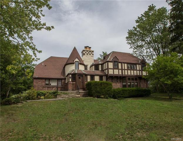 5583 Truscott Ter, Lake View, NY 14085
