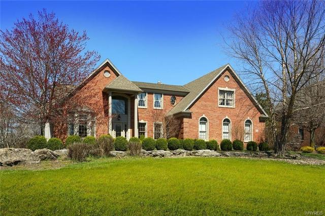9530 Turnstone Dr, Clarence, NY 14031