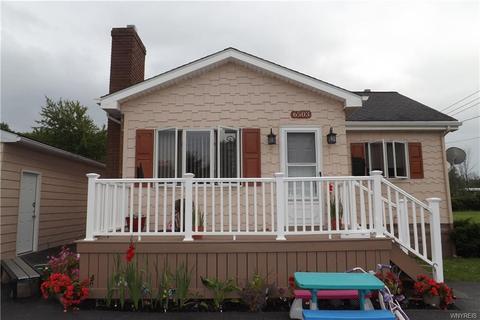 6503 W Britton Dr, Niagara Falls, NY 14305