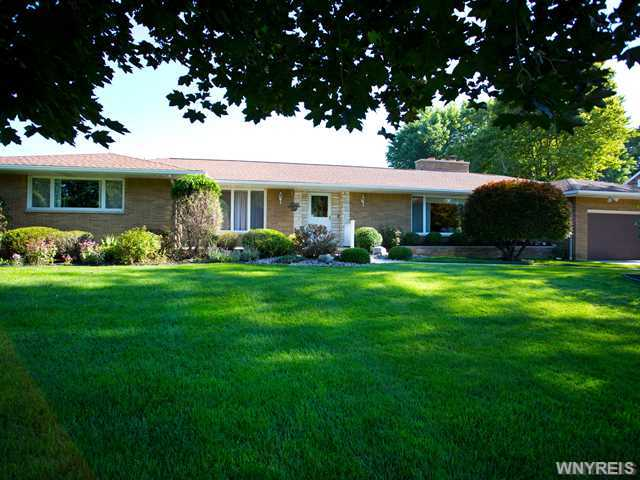 9230 Valley Stream Rd, Clarence, NY