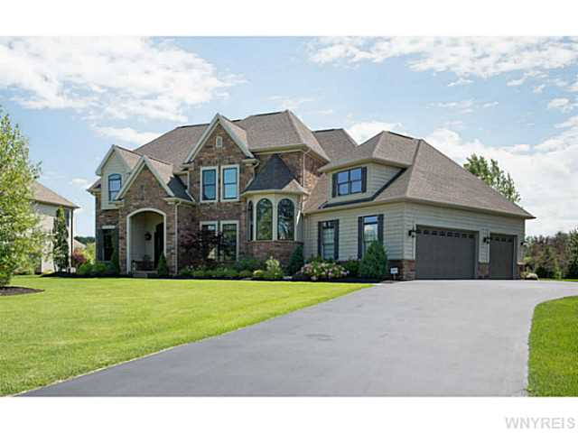 55 Birdsong Pkwy, Orchard Park, NY