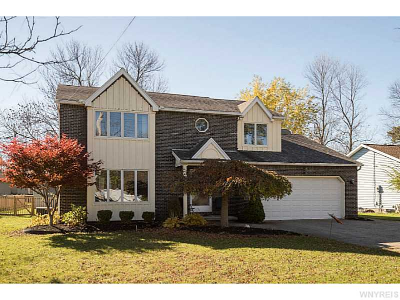 523 Pleasant View Dr, Lancaster, NY
