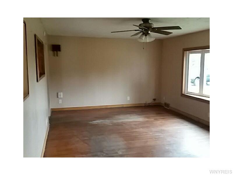 13287 Genesee St, Akron NY 14001