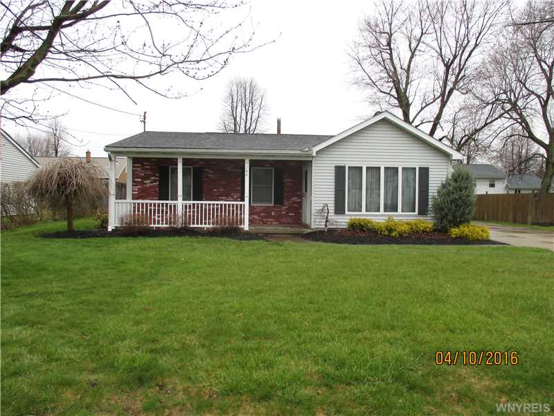 164 Iroquois Ave, Lancaster, NY