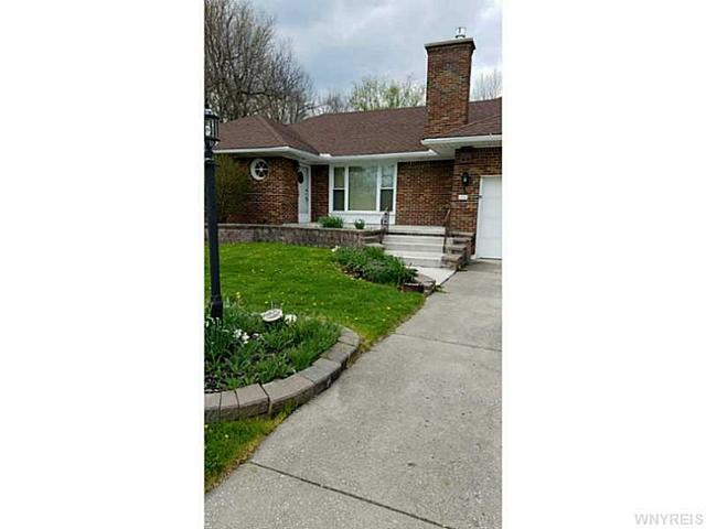 74 Circle End Dr, Buffalo, NY 14224
