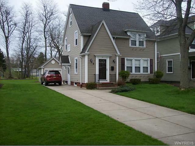 79 Elm Pl, Lancaster NY 14086