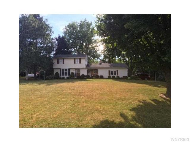 4276 Day Rd, Lockport, NY 14094