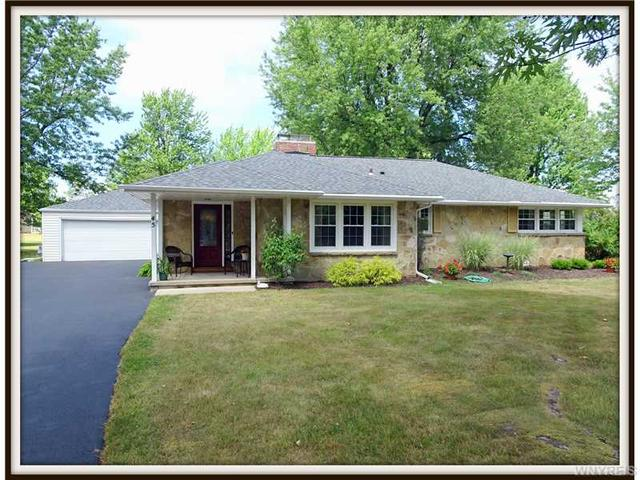 45 Mayfair Ln, Williamsville, NY 14221